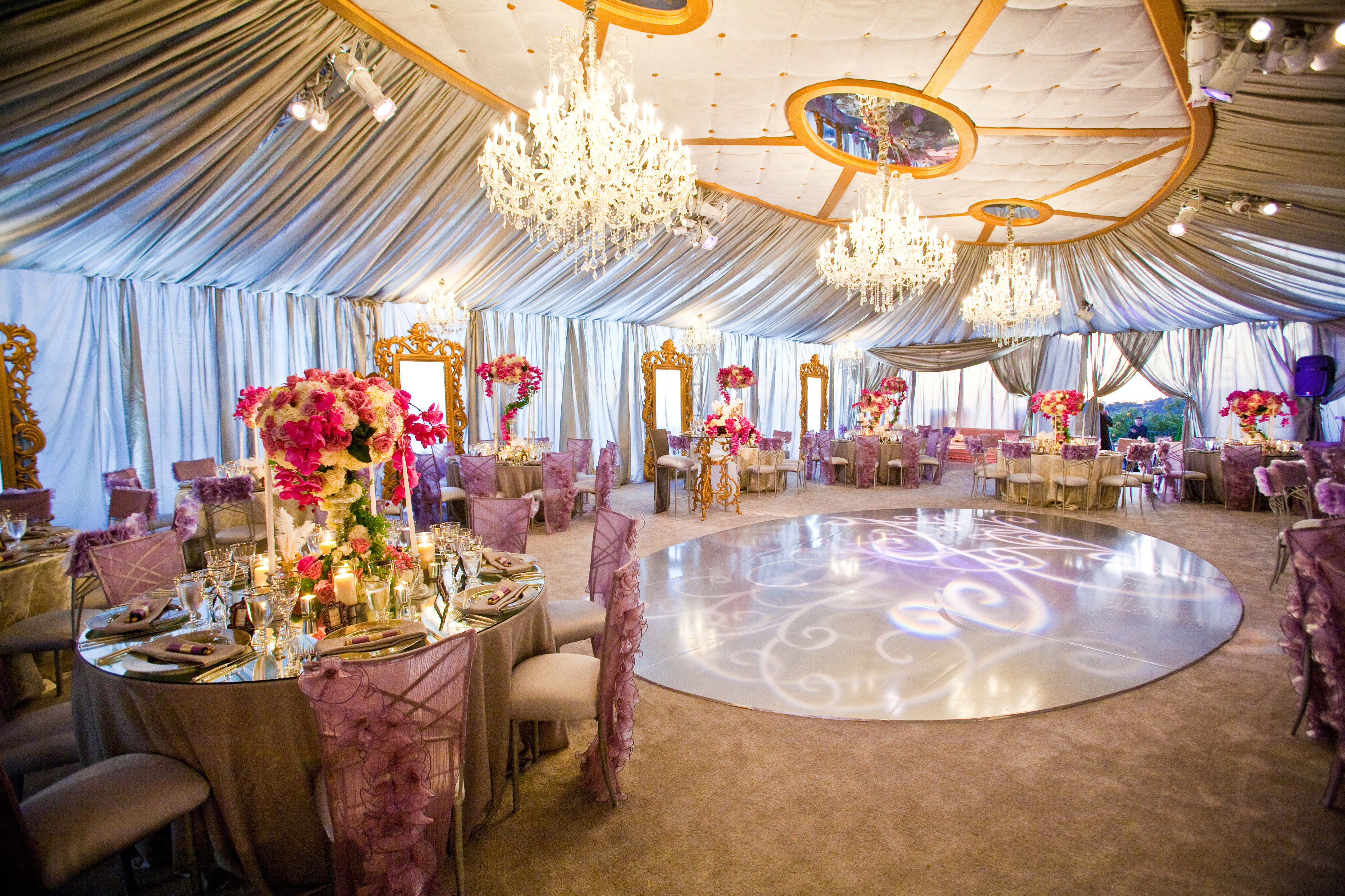 Reception with dance floor events by design blog for Wedding tent layout tool